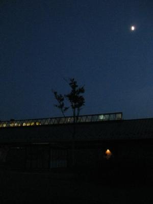 夜の管理棟